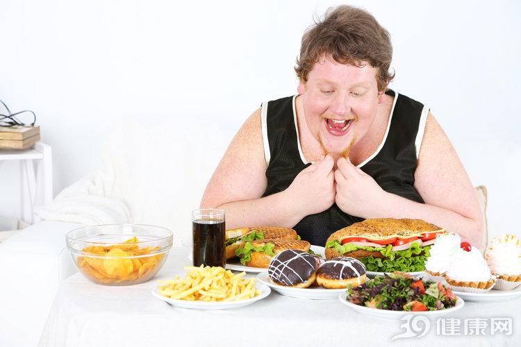 晚餐吃不對,身體會遭罪!3種錯誤吃法,你肯定沒少做