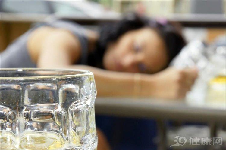 """再三警告:如果別人勸酒,請記住""""5不要""""!以免傷身"""
