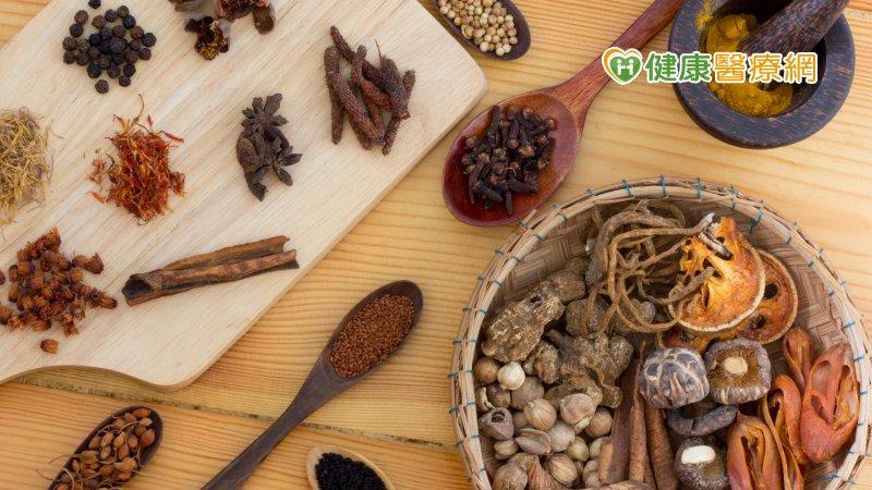 秋冬轉涼 中醫教你利用穴道按摩和食療調理